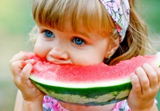 La fruta es fundamental en una alimentación infantil saludable