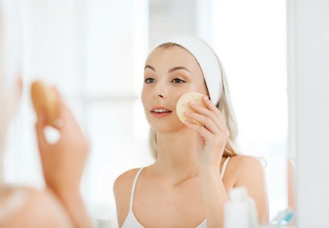 La limpieza facial es el primer paso para una exfoliación facial perfecta