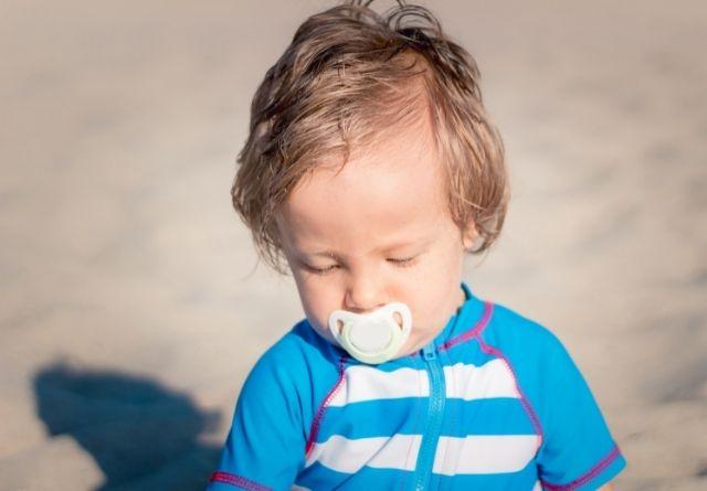El protector solar infantil debe aplicarse muy a menudo
