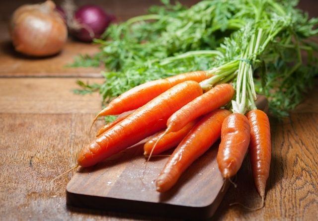La zanahoria es uno de los alimentos más ricos en betacarotenos.
