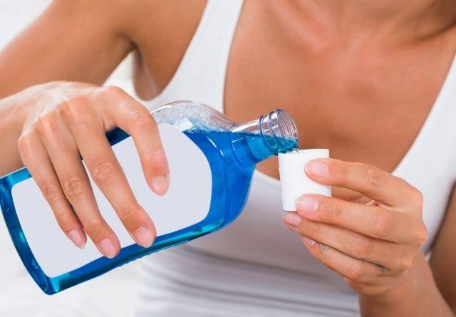 El colutorio tiene un papel vital en la salud bucal