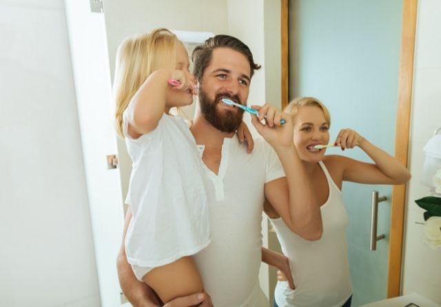 Un cepillado excesivo puede desgastar el esmalte de los dientes.