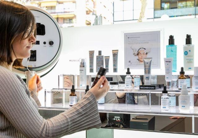 Con una rutina facial para pieles con manchas adecuada, como la de Skinceuticals. puedes disminuir la hiperpigmentación